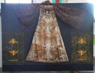 Queens Buzzby_s dress.